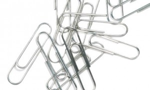 paper-clips-piled-on-each-006