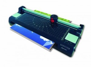 LAMINATOR (HOME USE) MODEL NO:STYLE 260C(A4) STYLE 340C(A3) PRICE:PLEASE ENQUIRE SPECS: 3 CUTTER TRIMMER BUILD IN CUTTER ROUNDER BUBBLE FREE & FLAT LAMINATION PROOF JAM RELEASE FUNCTION DIMENSION:A4 (385mm x 95mm x 135mm/1.25KG) DIMENSION:A3 (420mm x 95mm x 144mm/1.5KG) NOTE: PLEASE NOTE THAT IMAGE SHOWN ARE FOR ILLUSTRATION PURPOSE ONLY. ***PRICES ARE SUBJECT TO CHANGE WITHOUT PRIOR NOTICE***
