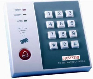 DOOR ACCESS DEVICE MODEL NO:BC-300 PRICE:PLEASE ENQUIRE SPECS:1 MASTER, 250 USERS SUPPORTS CARD, PASSWORD, CARD+PASSWORD CAN BE WORKED AS ONLY KEYPAD DIMENSION:(118mm x 113mm x 19mm) NOTE: PLEASE NOTE THAT IMAGE SHOWN ARE FOR ILLUSTRATION PURPOSE ONLY. ***PRICES ARE SUBJECT TO CHANGE WITHOUT PRIOR NOTICE***